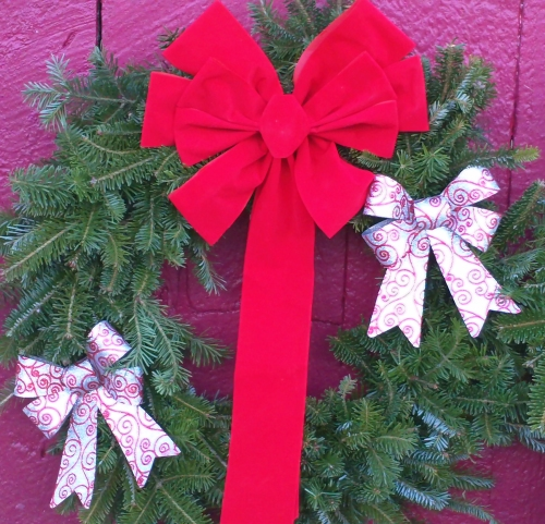 Decorated Fresh Christmas Wreaths - Red-Mix